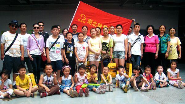 2014年公司组织小区小朋友到金银湖公园参加拓展活动